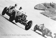 Invicta (Field/Ettinger)  Riley (Dobbs/Mullens) photo at Brooklands 1933 BRDC 500